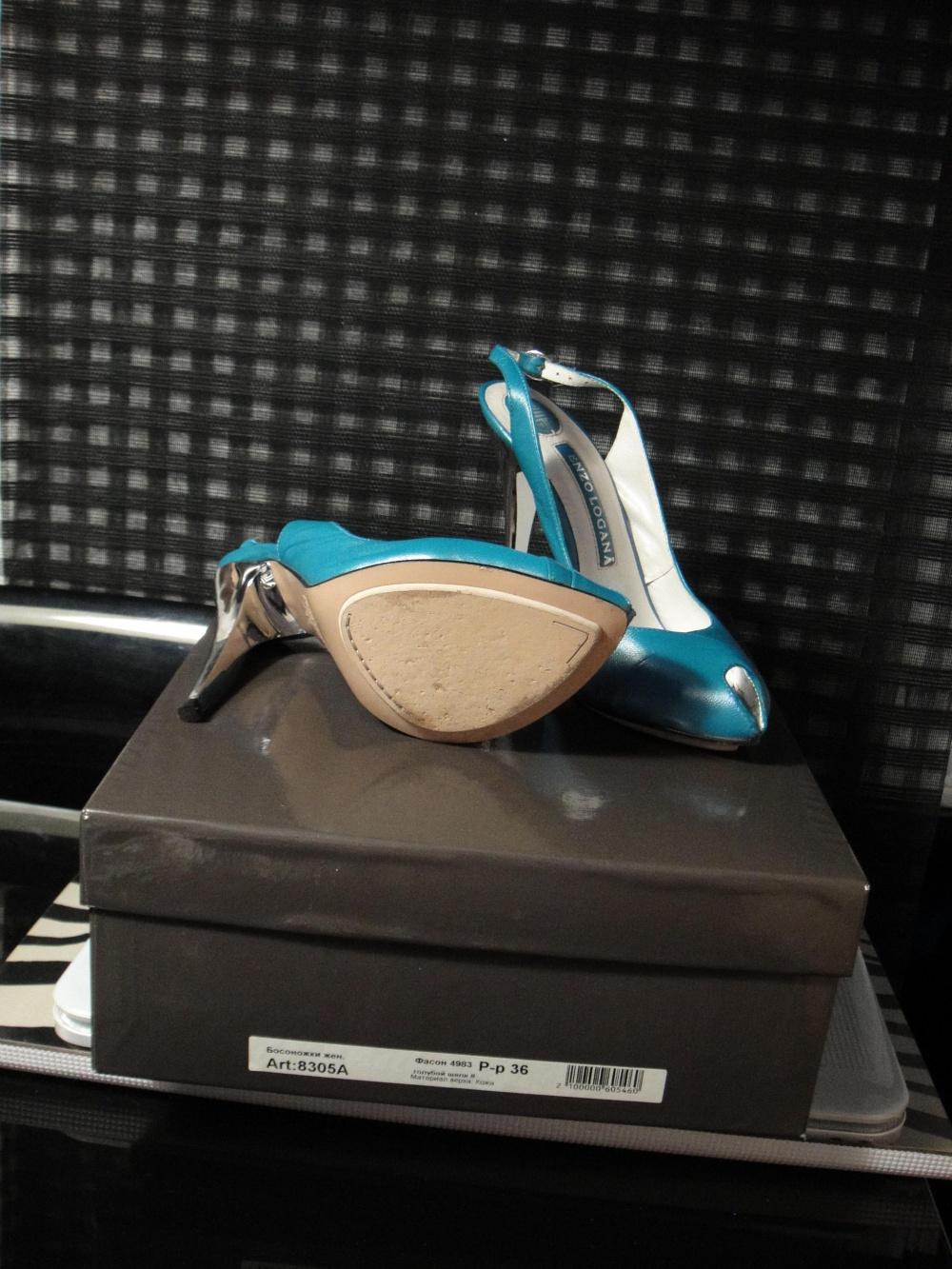 Пристрою голубые босоножки Enzo Logana