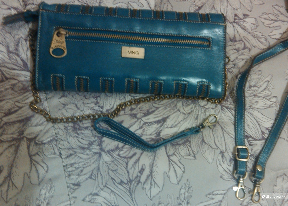 Модный клатч от бренда MANGO