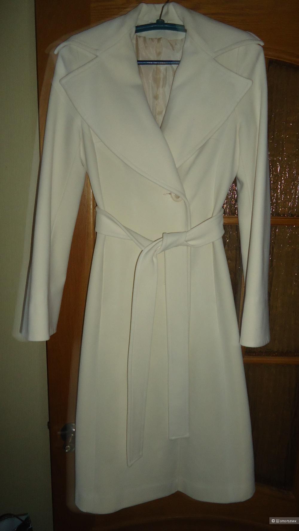 Пальто демисезонное 44-46 размер.