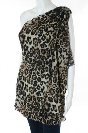 Шикарное платье с открытым плечом от известного американского дизайнера Mikael Aghal