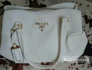 Белая сумка Prada, новая, реплика, отличное качество.