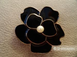 Брошь и серёжки чёрного цвета с искусственным жемчугом, бижутерия, эмаль, oriflame