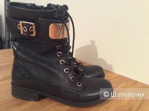 Новые кожаные ботинки  Guess размер  8 1/2