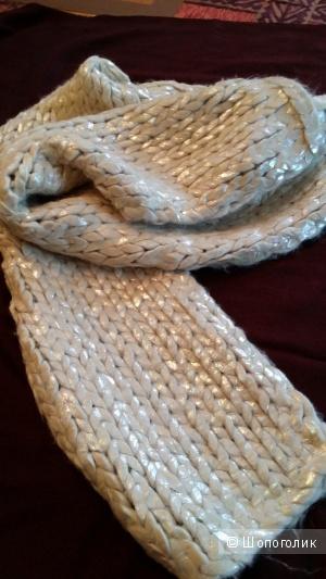 Объемный перламутровый шарф H&M цвета сливок.