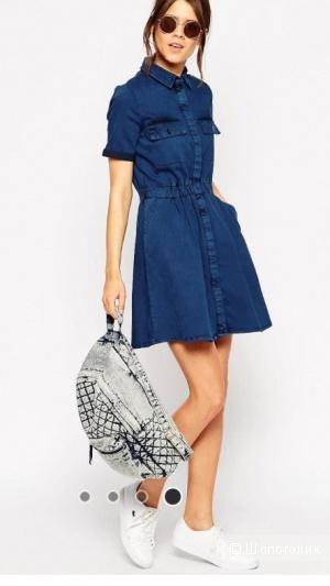 Джинсовое короткое приталенное платье с накладным карманом ASOS