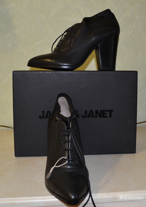 Кожаные ботинки на шнурках фирмы JANET & JANET, новые, размер 40