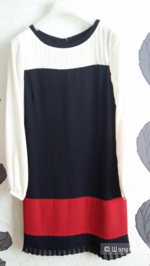 Очень красивое женское платье марки Coast, на 42-44 размер