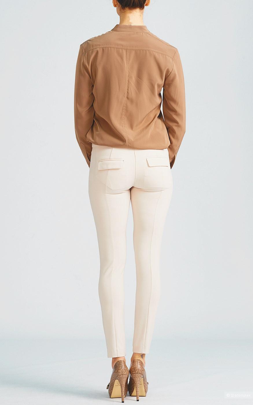 Пудрово бежевые брюки по фигуре Patrizia Pepe