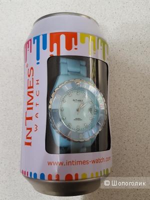 Часики InTimes, яркие, привлекающие внимание.