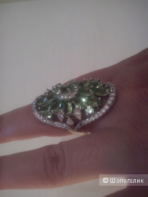 Кольцо серебро 925 проба с натуральным камнем перидотом р,17