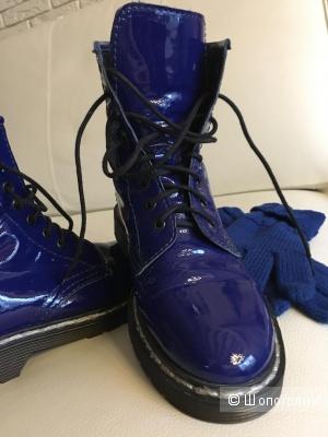 Ботинки из лаковой кожи  36 размер