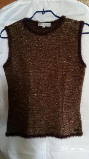 Жилетка извесного бренда DIKTONS Barselona шерсть мериноса 44-46 размер