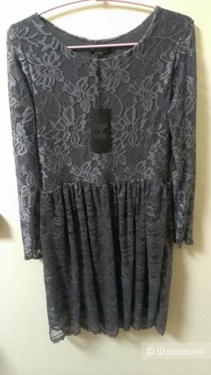 Платье из эластичного кружева