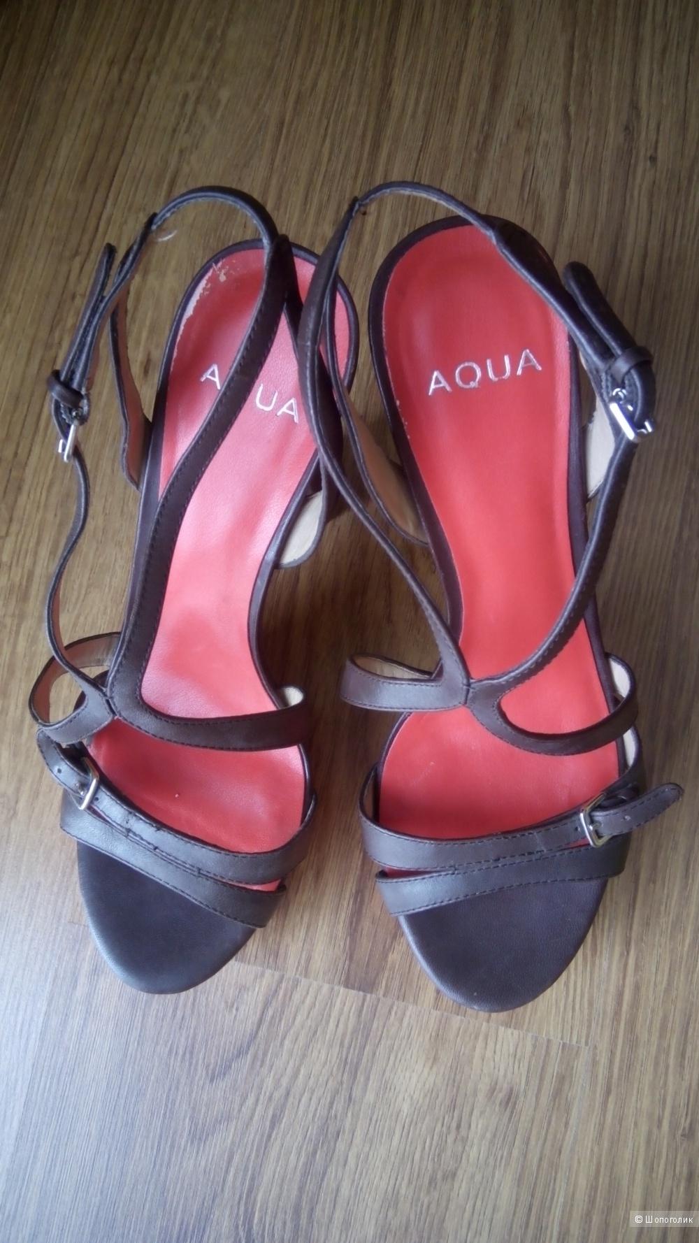 Красивые кожаные босоножки амер.бренда Aqua,7.5us