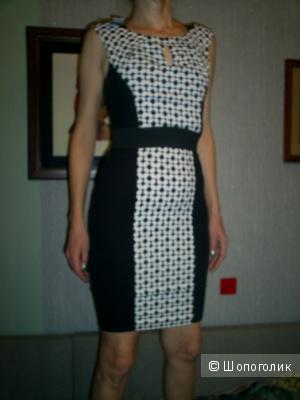 Платье-футляр Rinascimento.
