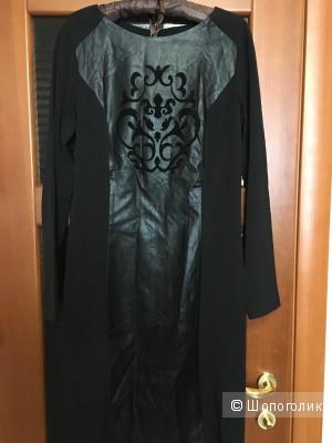 Черное маленькое платье с узором пэйсли спереди, марки People. На рос. 46-48.