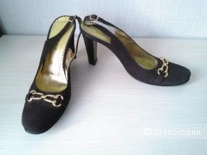 Туфли из натуральной замши шоколадного цвета бренда Essere 40-го размера