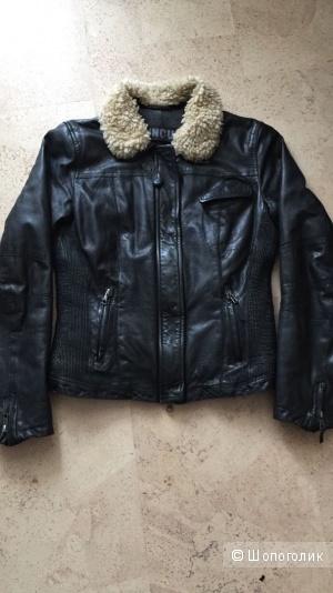 Cinque  черная куртка из кожи ягненка 42-44 размер,утепленная