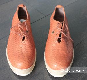 Кожаные ботиночки насыщенного цвета 39 размер