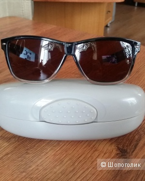 Солнцезащитные поляризационные очки United Colors of Benetton