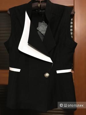 Модный жилет без рукавов с двойными лацканами и баской, р. 44-46, черный