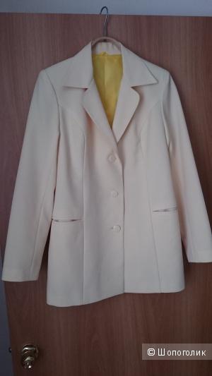 Пиджак нежно-желтого цвета