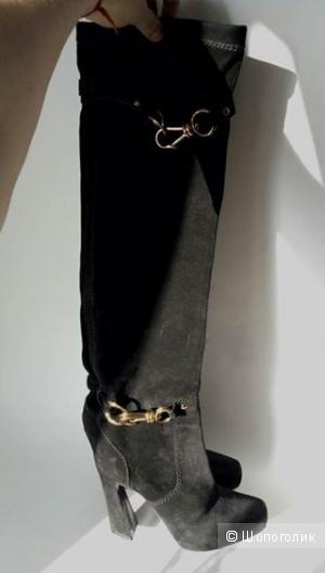 Высокие красивые сапоги от Donna Karan