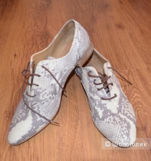 Продаю туфли 39 размер, расцветка под питона, кожаные