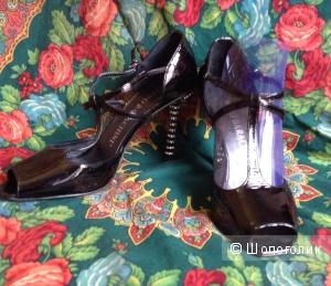 LUCIANO BARACHINI,новые босоножки с стразами на каблуках,39
