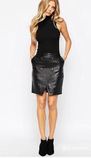 Кожаная юбка-карандаш с карманами YAS, размер  EUR38 на рос. 46. Черная.