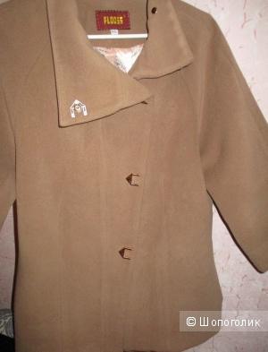Пальто кашемировое фирма  Floo56  размер  44-46 (новое )