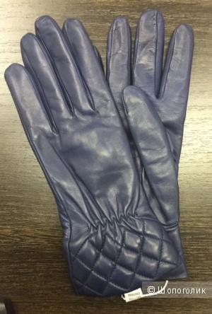 Женские перчатки ИНТРЕНД BY MAXMARA в синем цвете.