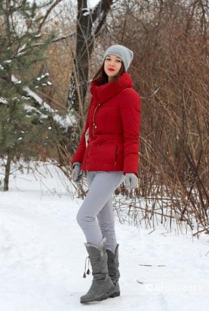 Пуховик красного цвета бренда Zara, размер M