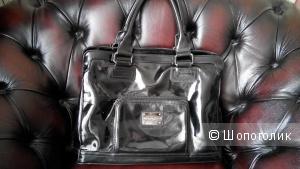 Кожаная натуральная лаковая сумка черного цвета Minelli Paris