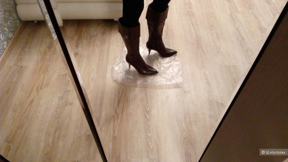 Tahari ,новые кожаные демисезонные сапоги,размер 6