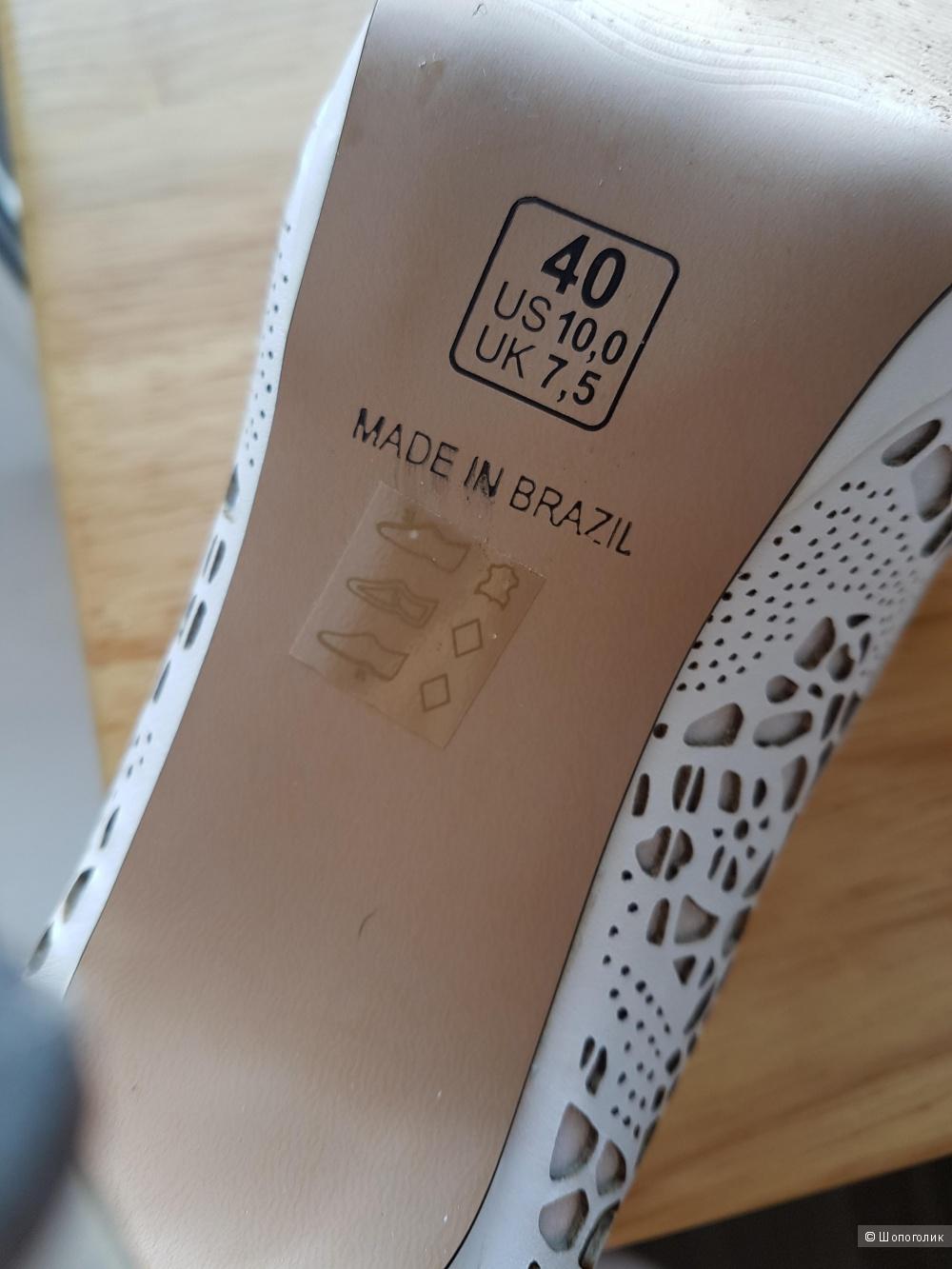 Туфли с отделкой из перфорированной кожи 39 размер