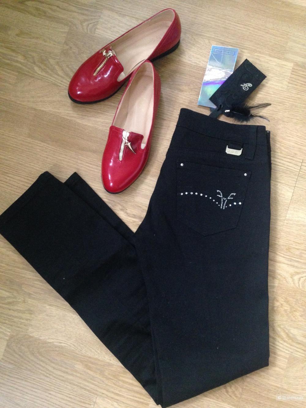 Кипельно-чёрные джинсовые брюки Fraсomina