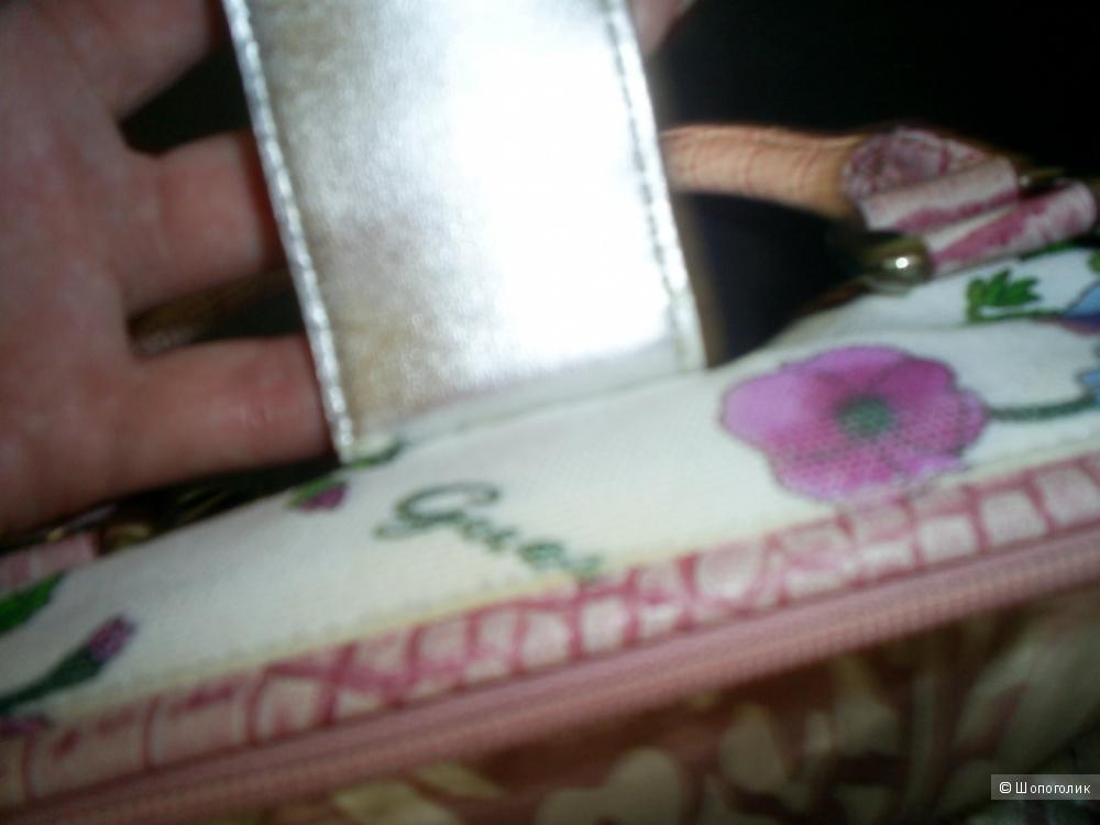 Летняя сумочка Guess.