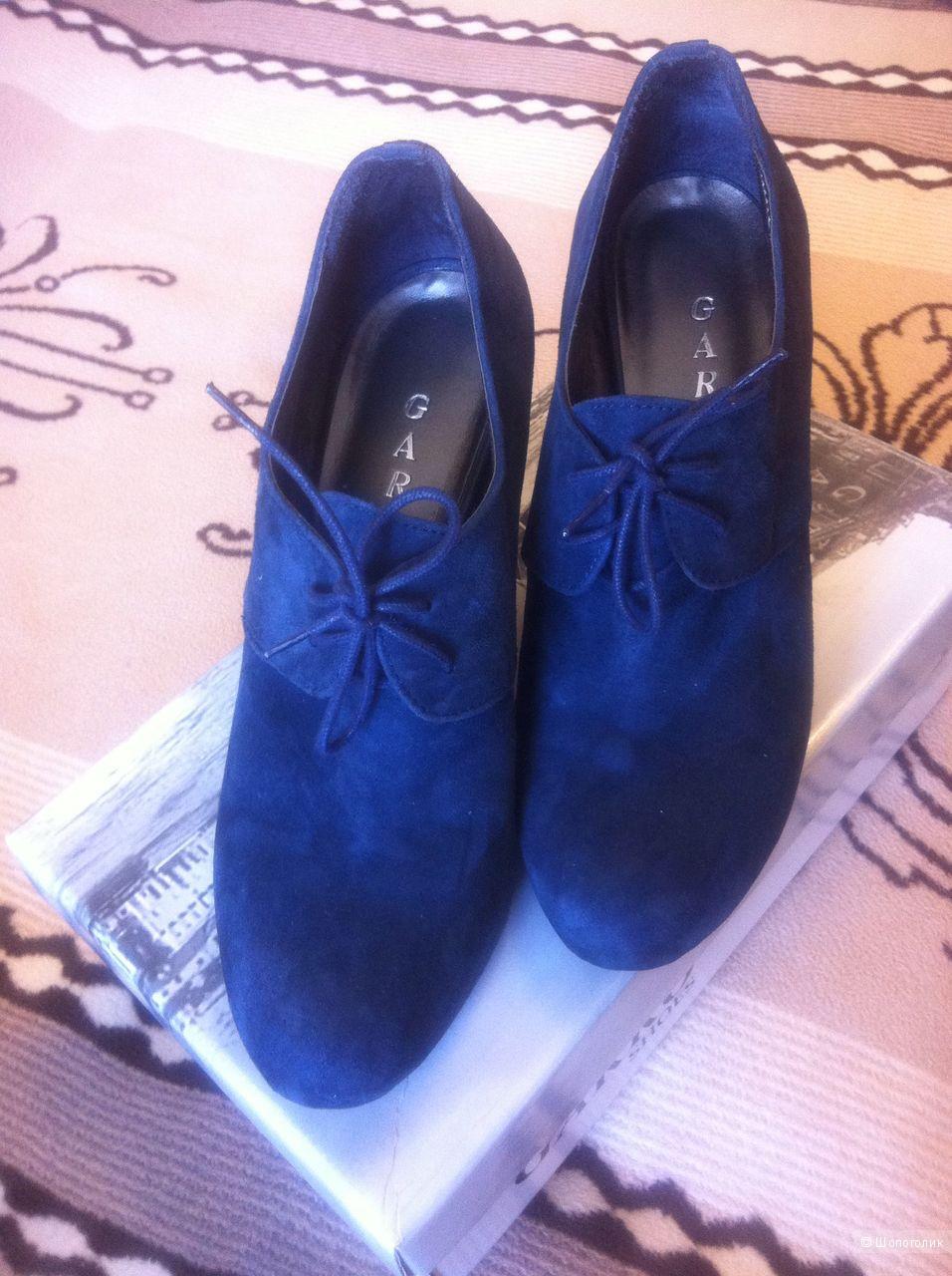 Туфли GARRO замшевые на шнурках 39 размер.