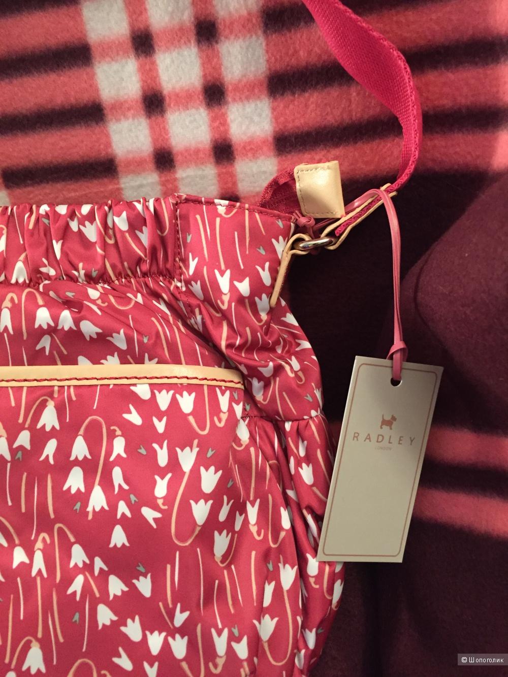 Новая сумочка Radley из нейлона, малинового цвета.