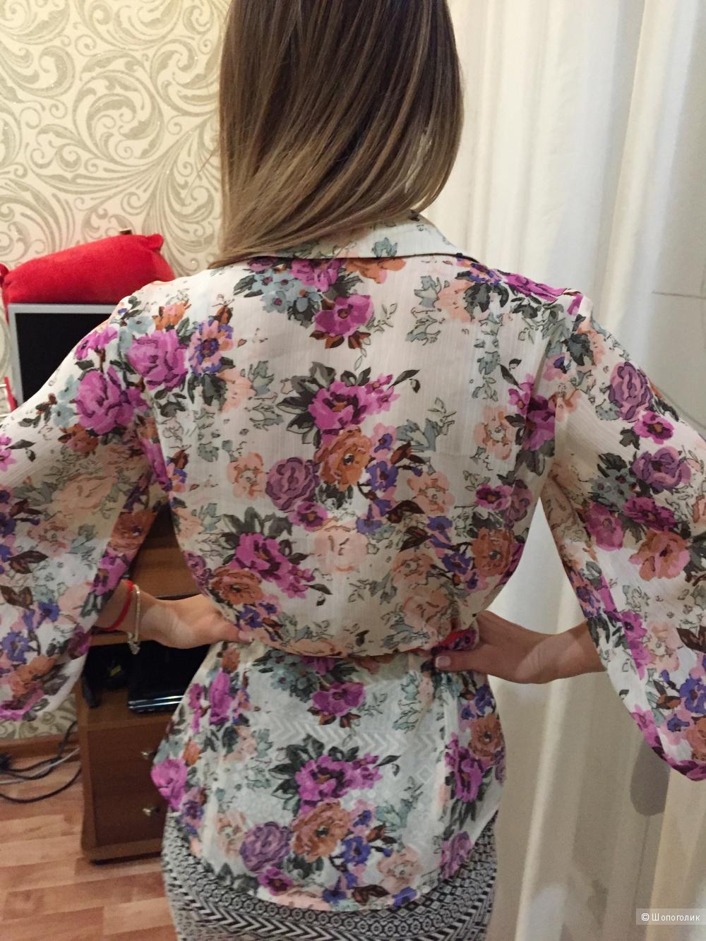 Блузка с нежным,цветочным принтом из шифона.