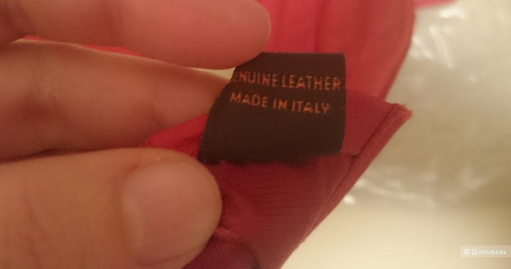 Пристрою новые кожаные перчатки, Италия
