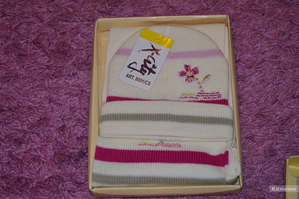 Новый комплект шапка и шарф для девочки