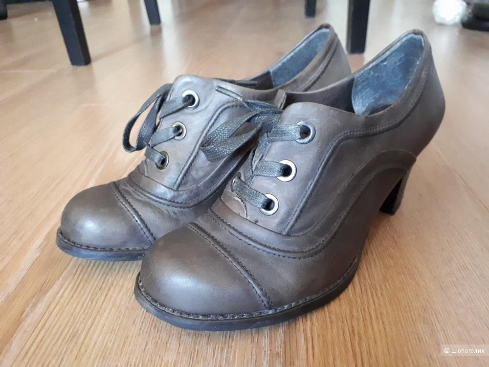 Ботильоны Carnaby кожаные 36 размера на небольшом каблуке