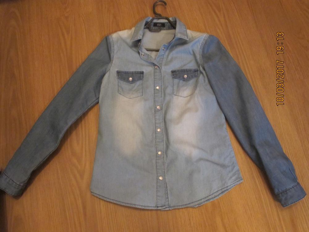 Стильная джинсовая рубашка  42 размер.