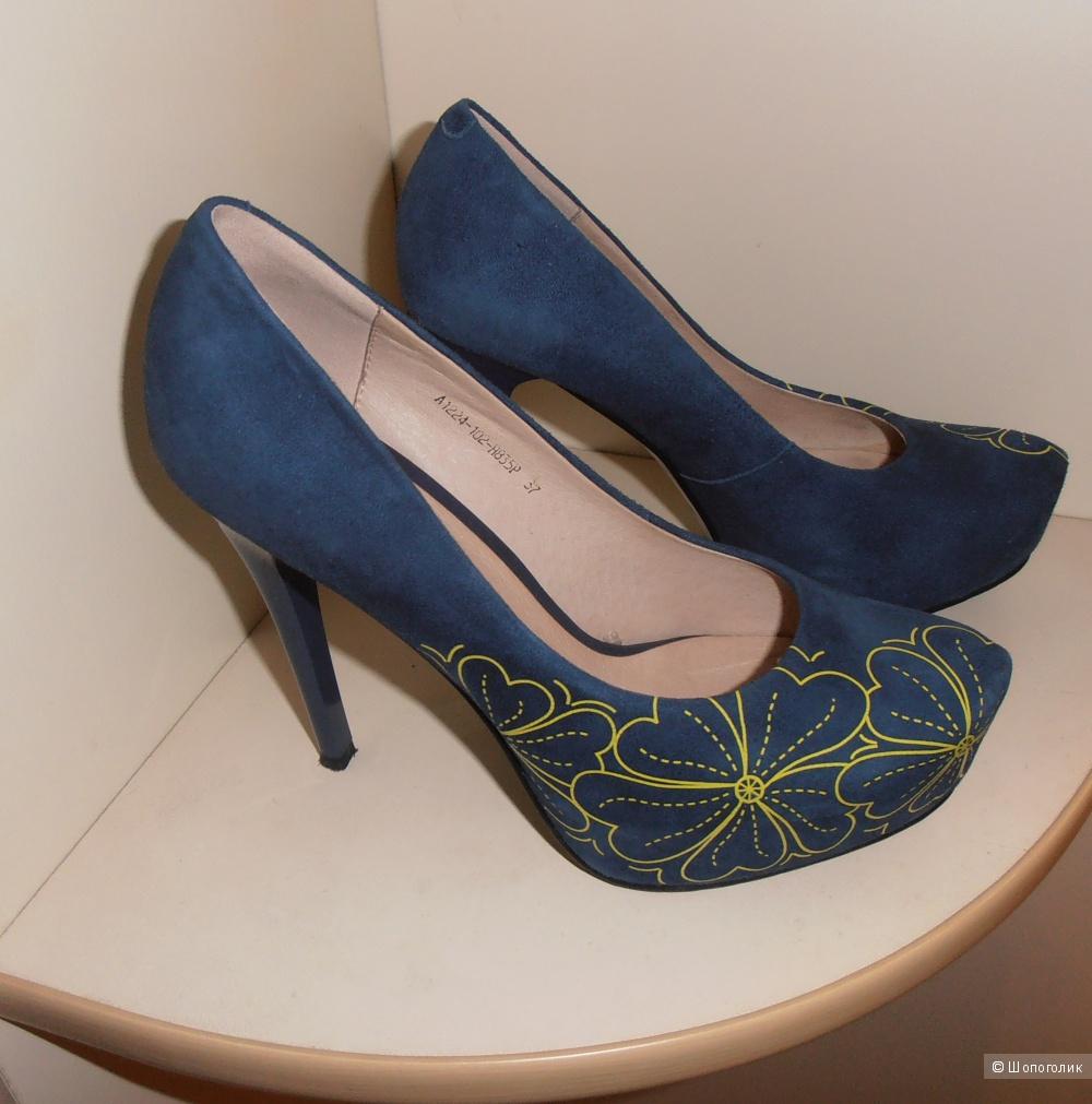 Продам замшевые туфли  RESSONNY, размер 37 (российский).