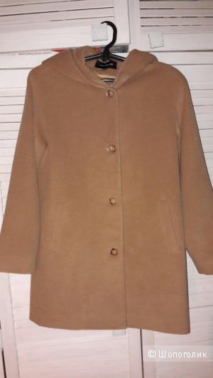 Демисезонное пальто с капюшоном. 46-48 размер.