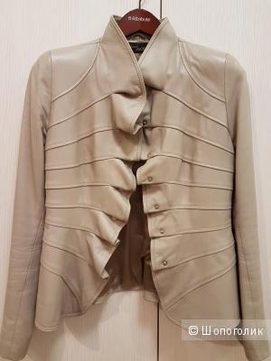 Куртка кожаная бежевая с оборкой, размер 42