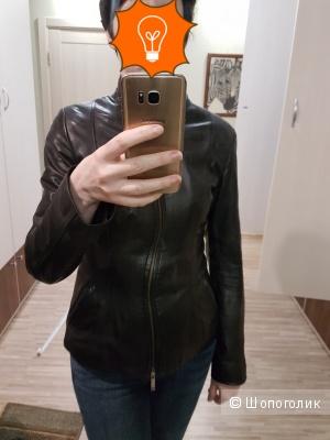 Кожаная куртка черная с апликацией на спине размер S