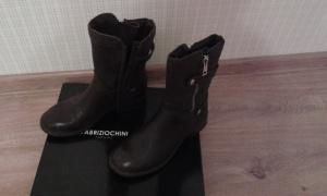 Продам ботинки FABRIZIO CHINI  39 европейский размер  темно-коричневые